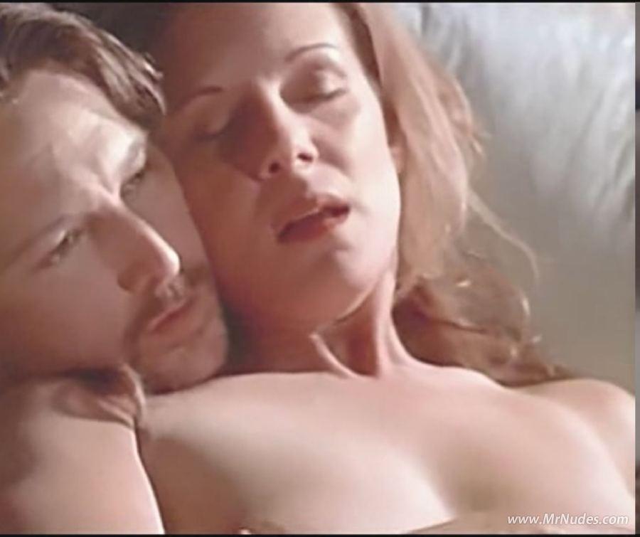 Has Elizabeth Perkins ever been nude? - Nudographycom