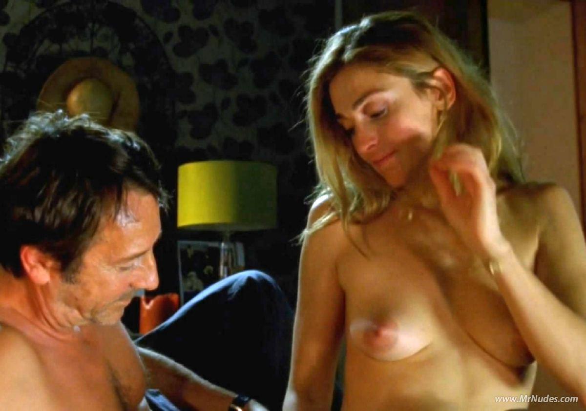 Julie Gayet  nackt